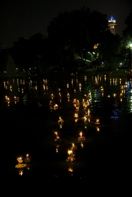 Loy_Krathong_Bangkok_Lumpini_Park_1